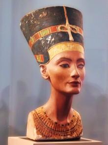 Imagen de apoyo de  Artículo Ref: 111 - Arte: ¿Por qué a Nefertiti le falta un ojo?